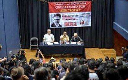 """Exitosa presentación del """"Stalin"""" de Trotsky, próximas charlas"""