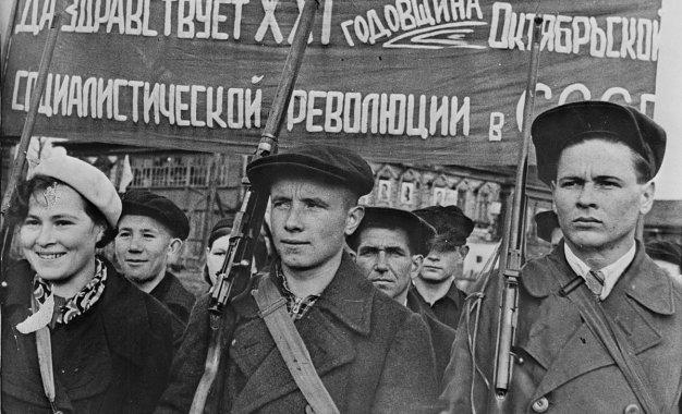 Qué consiguió la Revolución Rusa y por qué degeneró